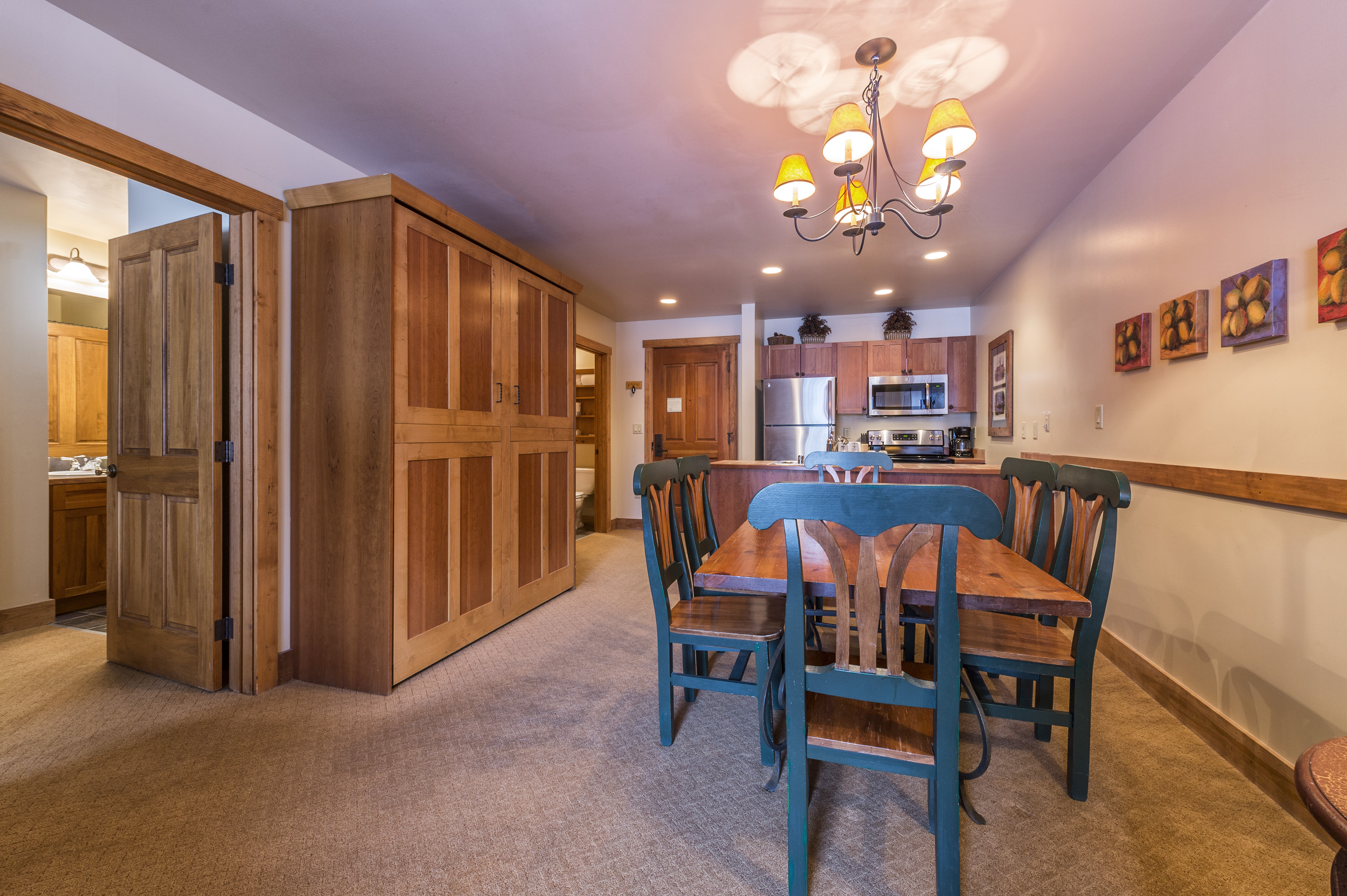 Keystone co condo rentals red hawk seymour lodging for Dining room near front door