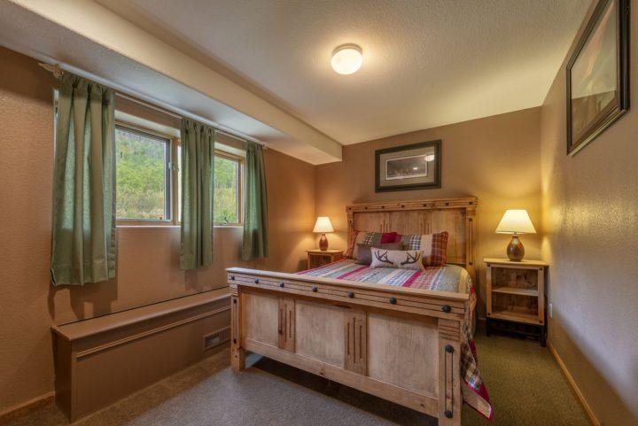 Bedroom 4 (Queen bed; full hall bath)