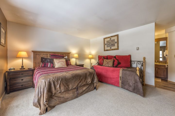 Bedroom 1 (Queen bed plus day bed & twin trundle bed)