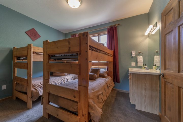 Bedroom 3 (4 twin bunk beds)