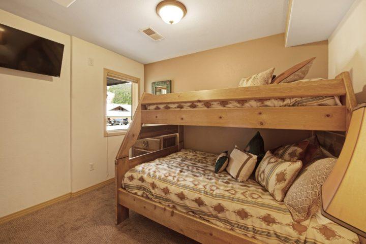 Bedroom 4 (Double + Twin beds; 3rd TV)