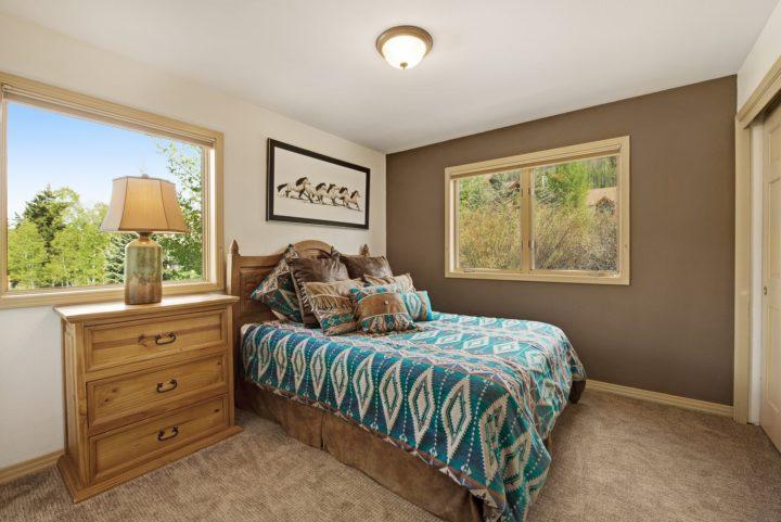 Bedroom 2 (Queen bed; hall bath)