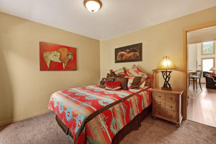 Bedroom 3 (Queen bed; hall bath)