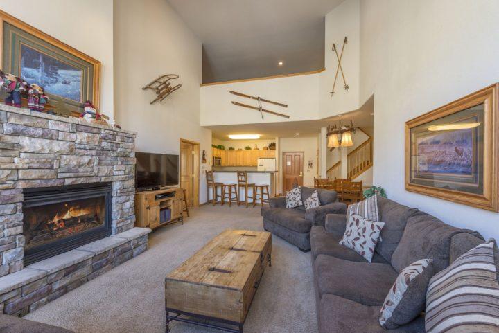 Living room (reverse view)