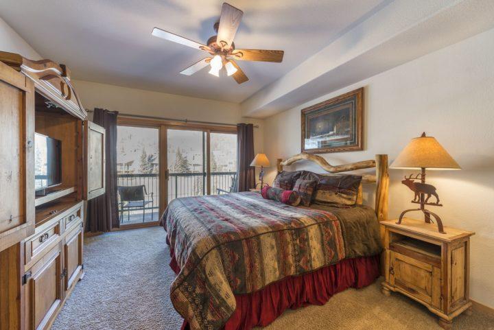 Master Bedroom (King bed; 2nd TV)