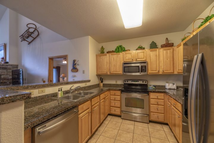 Full kitchen (all major appliances and cooking utensils)