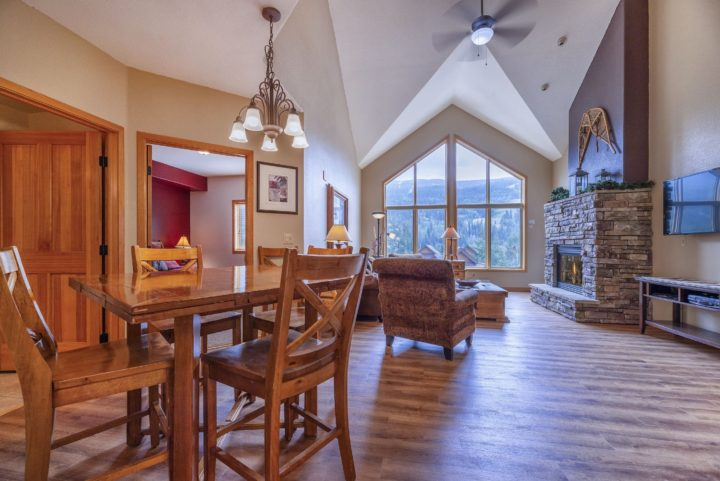 Large living area with 25' vaulted ceiling and 2-story windows facing the ski runs.