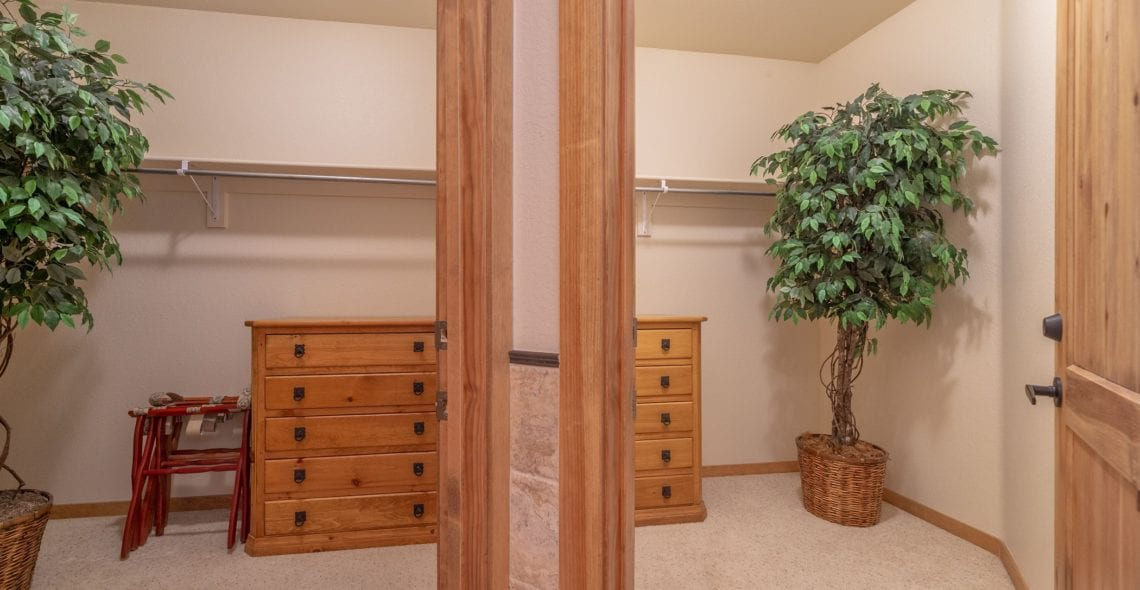 Large walk-in closet in Master Bedroom. Quiet place for child's Pack-n-play if needed.