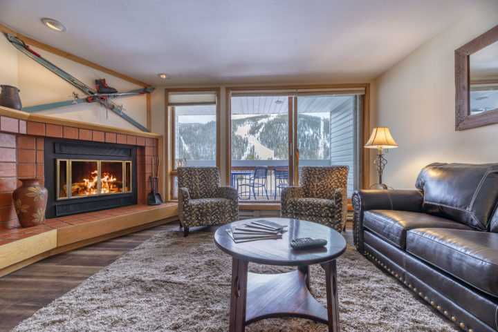 Both living rooms have an unobstructed view of the ski runs (day & night).