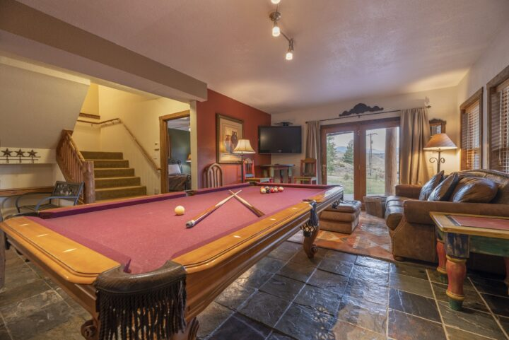 Lower level living room (pool table, TV2, Queen foldout; 2nd kitchen).