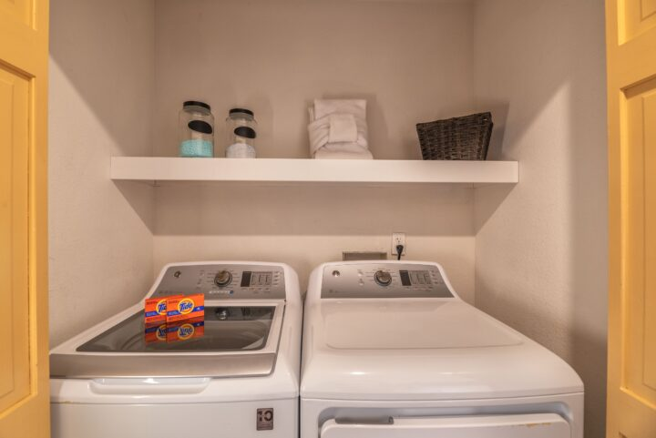 Washer/dryers in BOTH duplex units.
