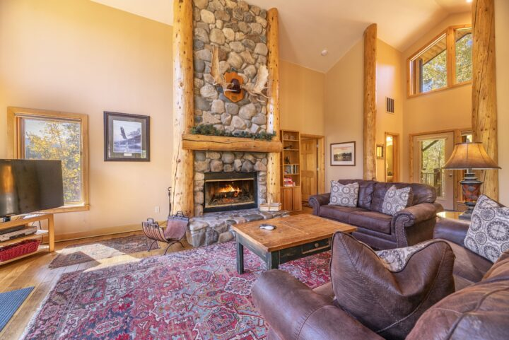 Main living room has Queen fold-out (sleeps 2)