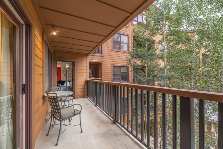 Long main deck private to Unit 8866. BBQ grill provided.